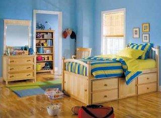 Dormitor pentru copii cu mobila din lemn masiv
