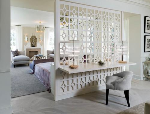 Paravan despartitor decorativ din lemn alb cu model cu etajera pentru birou