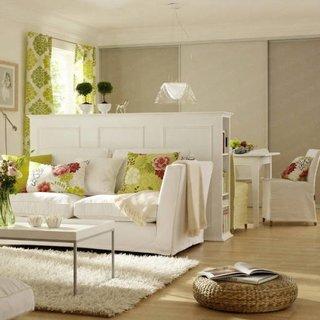 Plan open space divizat cu ajutorul unui dulap in living si bucatarie