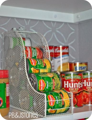 depozitarea cutiilor de conserve in camara