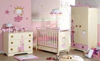 Idee de amenajare pentru camera unui bebe fetita