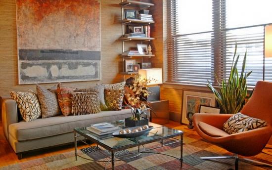 Fotoliu rotativ culoarea teracota si canapea crem cu perne asortate