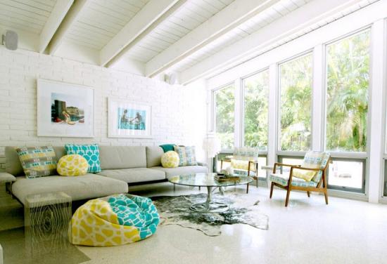 Living alb cu fotoliu din puf stil bean bag galben cu turcoaz - Casa it valutazione immobili ...