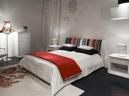 Dormitor mic si fara ferestre zugravit in alb