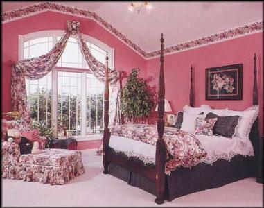 Dormitor mobilat clasic zugravit cu roz