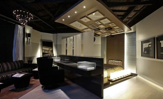 Combinatie interesanta de birou si dormitor in aceeasi camera
