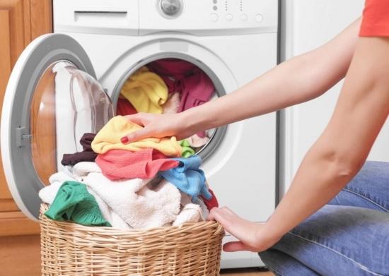 Cum sa speli hainele ca sa nu se sifoneze - 7 sfaturi eficiente cu ajutorul carora vei uita de calcatul rufelor