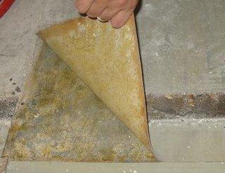 Cum se inlatura linoleumul vechi