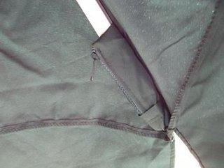 Prinderea spitelor de la umbrela de gradina in suporturile speciale