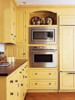 Cuptor cu microunde incastrat in mobila deasupra cuptorului electric