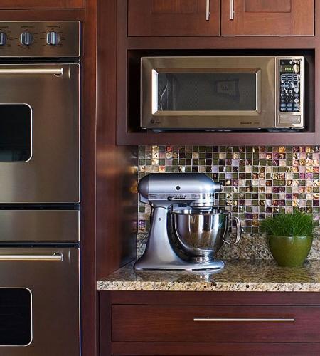 Mobila de bucatarie cu etajera pentru cuptorul cu microunde