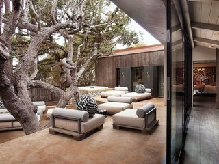 Canapele de exterior in nuante neutre