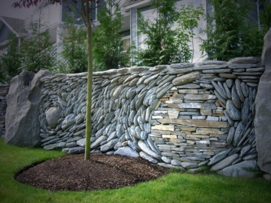 Gard gradina cu piatra mare de rau