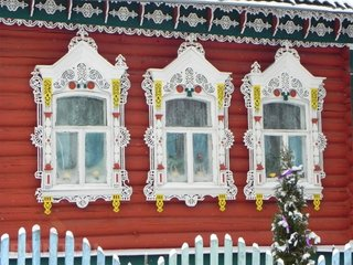 Ancadramente ferestre exterior din lemn sculptat si vopsit