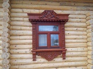 Fereastra cu ancadrament din lemn