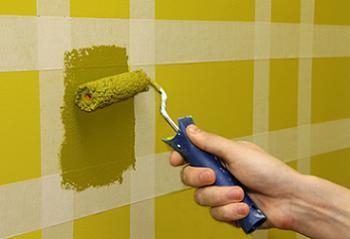 Decorarea peretilor cu forme geometrice colorate