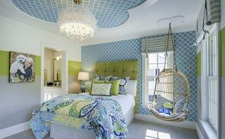 Rozeta decorativa pe tavan cu tapet in mijloc