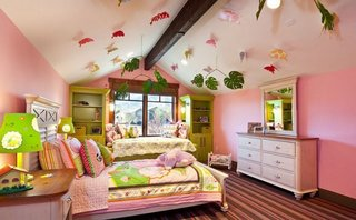 Tavan camera fetita decorat cu fluturi si frunze