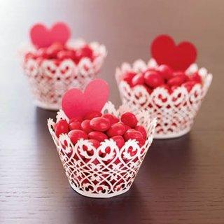 Cosulete cu bomboane rosii de Sfantul Valentin