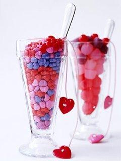 Decoratiuni cu bomboane colorate in forma de inima