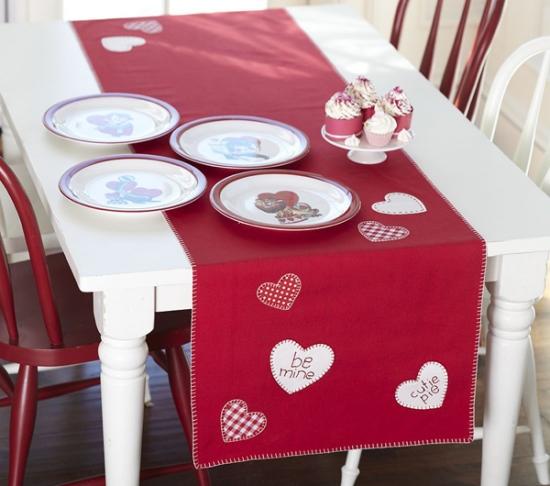 Fata de masa si farfurii pentru sfantul valentin