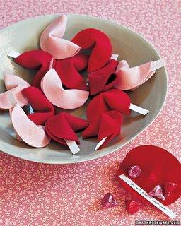 Ravase de dragoste din bucatele de fetru rosu si roz
