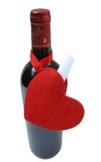 Sticla de vin cu inimioara din fetru cu biletel de dragoste