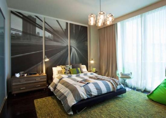 Dormitor stilat pentru un adolescent cu o imagine alb negru mare pe peretele din statele patului