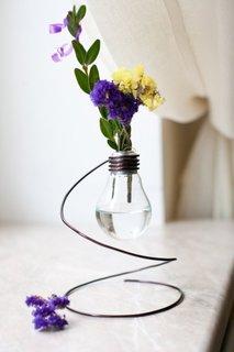 Model hand made de vaza confectionata dintr-un bec