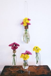 Vaze improvizate din becuri