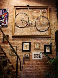 Bicicleta pe perete decoratiune inedita