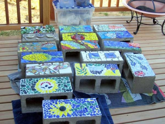 Boltari cu mozaic pentru un decor original in gradina