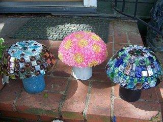 Ciuperci decorative pentru gradina cu palaria placata cu mozaic din sticla