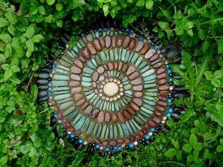 Dala placata cu pietre de rau decorative