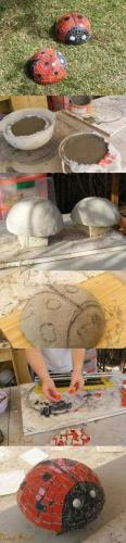Gargarite din ciment decorate cu bucati de mozaic