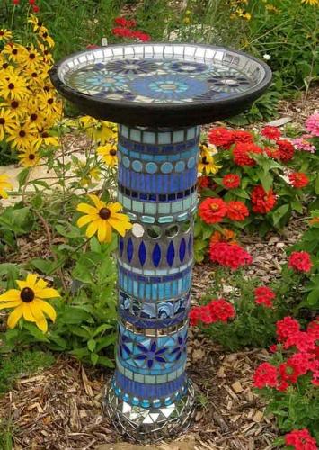 Masuta de gradina placata cu mozaic albastru
