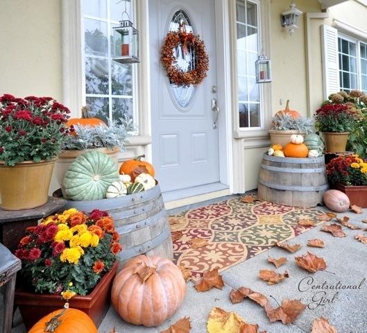 Idei de sezon pentru decorarea usii de la intrare