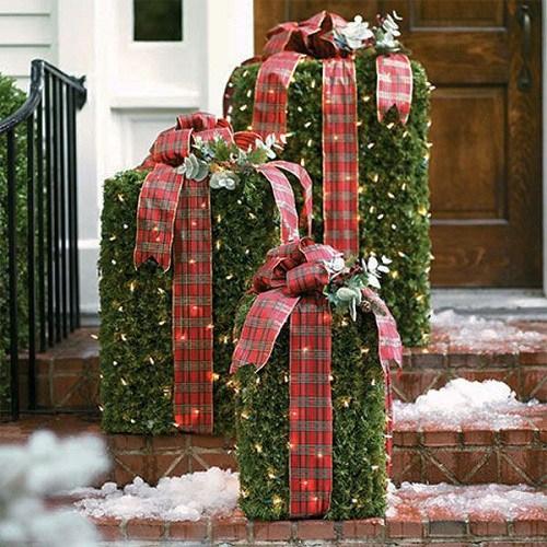 Gard viu in forma de cadou decorat cu fundite