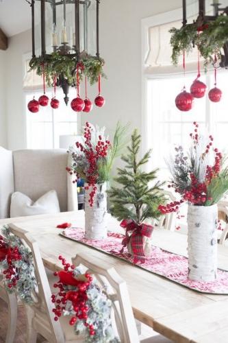 Decoratiuni pentru masa si scaune cu brad si merisor