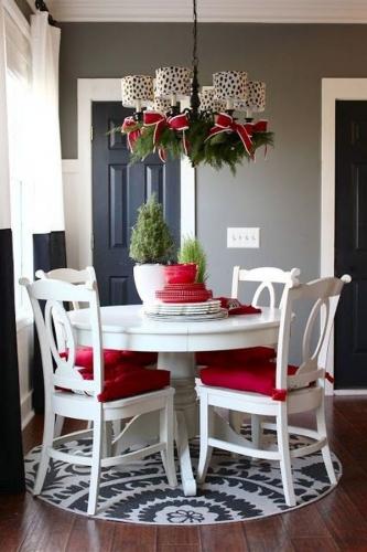 Pernute rosii pentru scaune si funde asortate