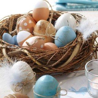 Cuib de pasari din ramurele pentru asezarea oualelor vopsite