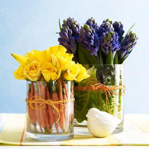 Decor in boluri de sticla cu legume si flori