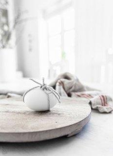 Decoratiune minimalista pentru masa de Paste