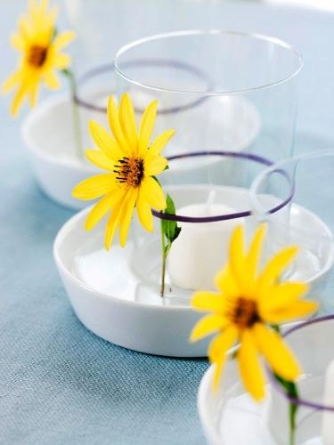 Decoratiune pentru pahare cu floare galbena