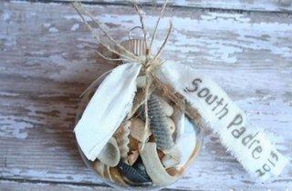 Scoici in glob de Craciun o decoratiune inedita pentru cei ce iubesc marea