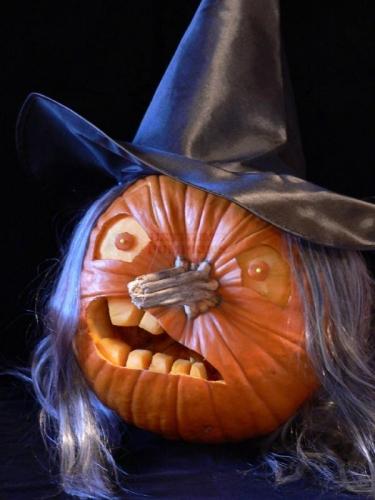 Decoratiuni pentru Halloween cu dovleci - Imagini cu idei infricosatoare