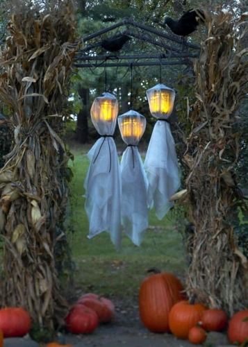 Felinare infioratoare pentru exteriorul gradinii ca decor pentru Halloween