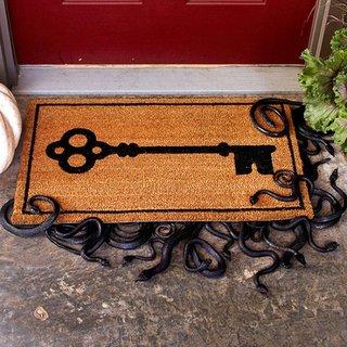 Covoras pentru usa de la intrare decorat pentru Halloween cu serpi sub el
