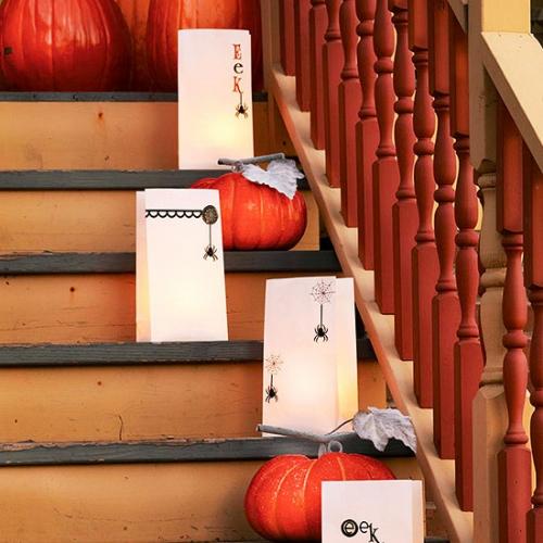 Decorare scara interioara cu dovleci pentru Halloween