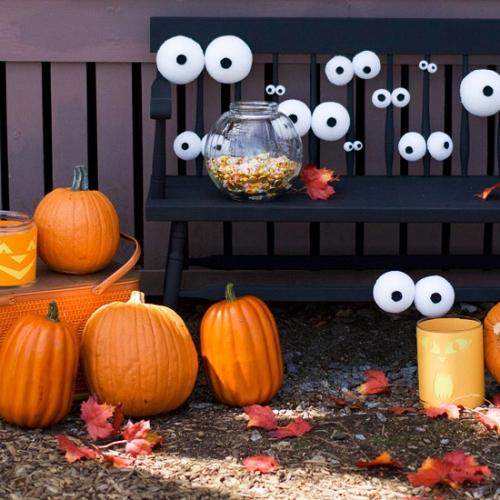 Decoratiune pentru Halloween cu ochi din spuma